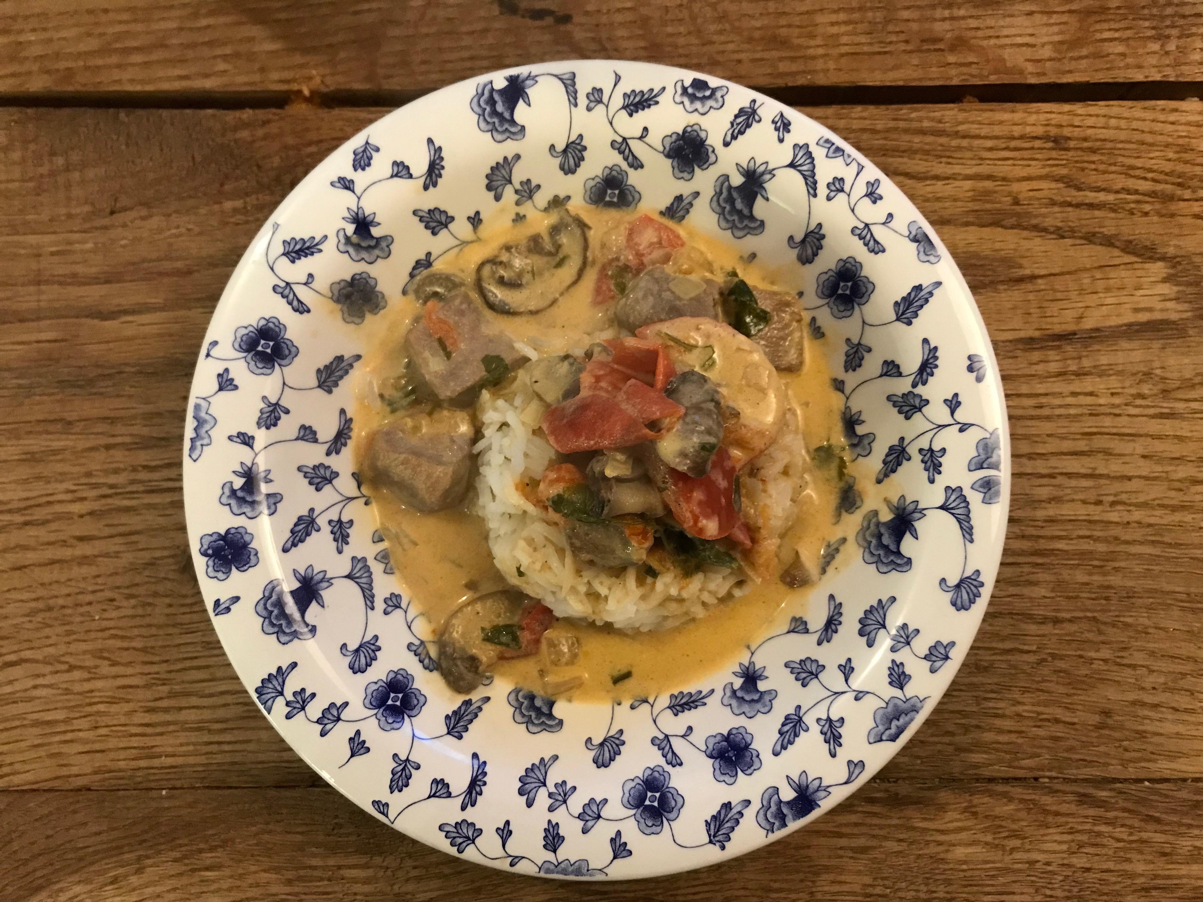 Kalfsvlees in pernod met tomaat en champignons