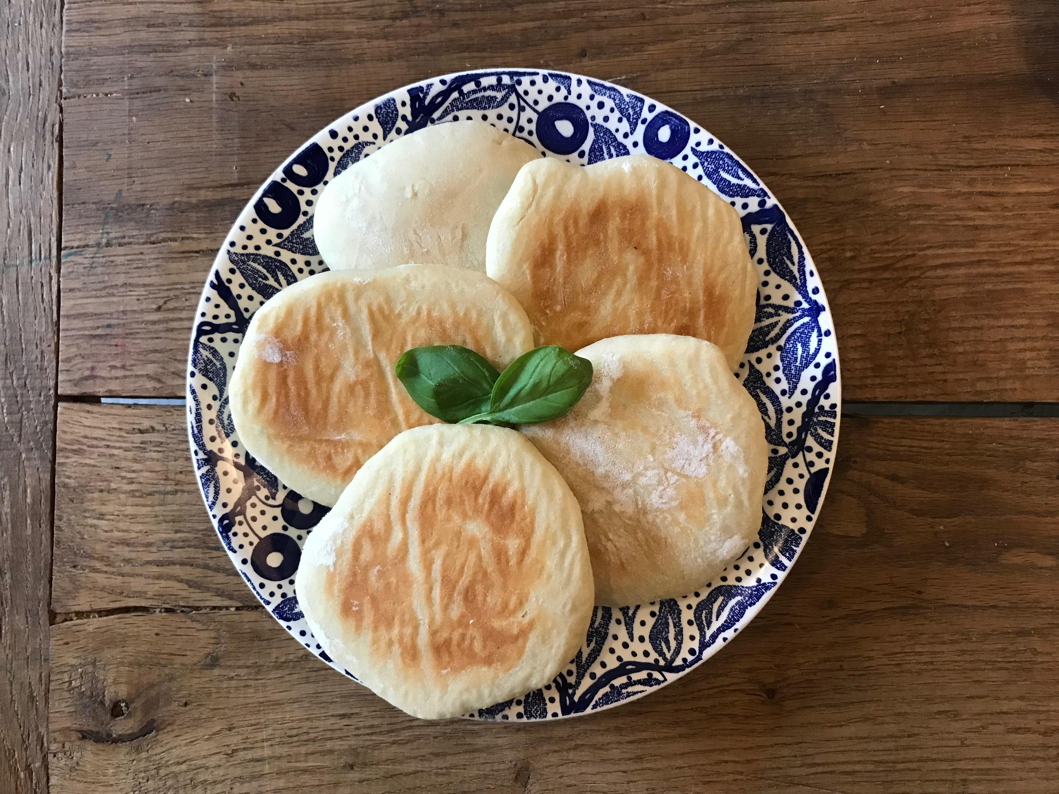 zelfgemaakte pita broodjes