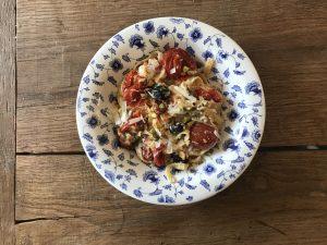 Pasta met ricotta olijven en tomaat